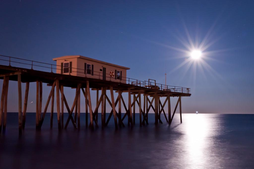 2012 2-7 Belmar Fishing Pier Dusk Rising Full Moon-135