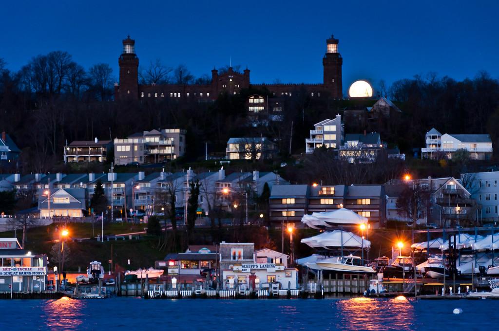 2012 4-7 TWIN LIGHTS SETTING MOON-55